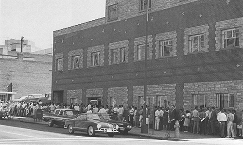 Students lining up to register for classes 1968